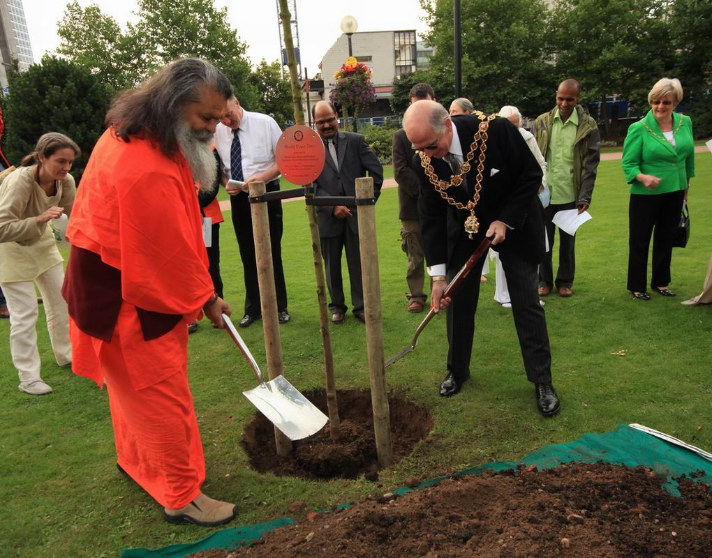 Peace Tree planting ceremony in City Centre Gardens, Birmingham with His Holiness Paramhans Swami Maheshwarananda, Founder of Yoga in Daily Life and The Lord Mayor of Birmingham, Councillor Len Gregory, Monday 6th September 2010 IMG_5948