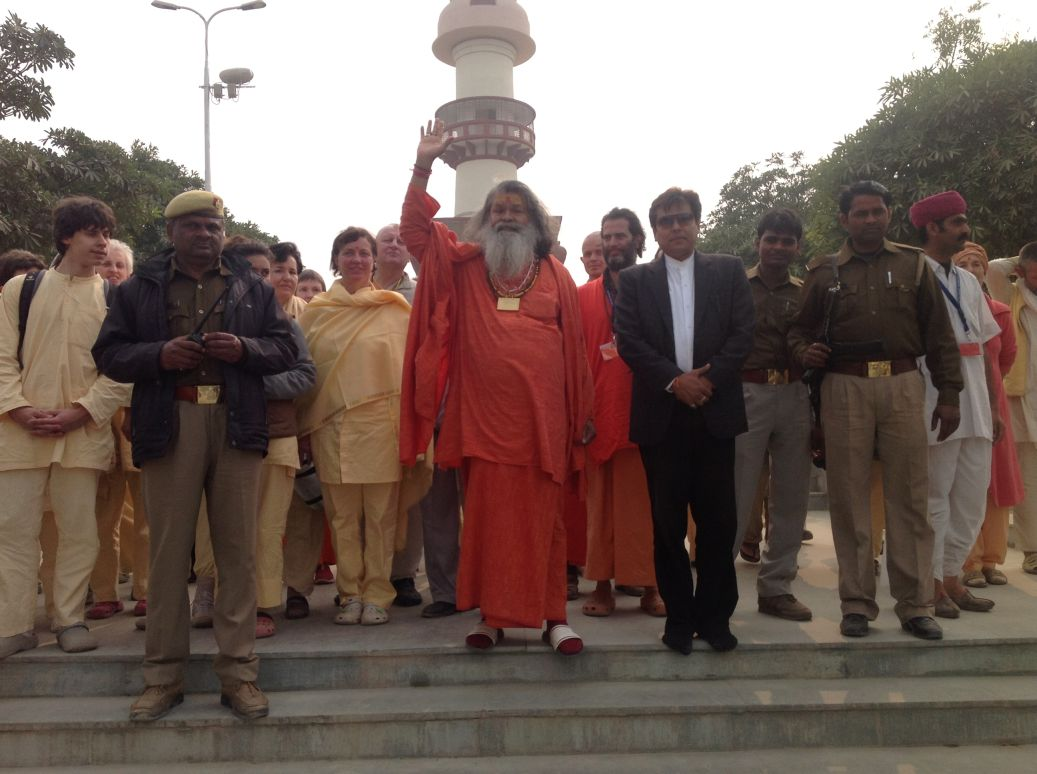 swamiji ahead of the hundreds of bhaktas that commemorated the peace tree planting