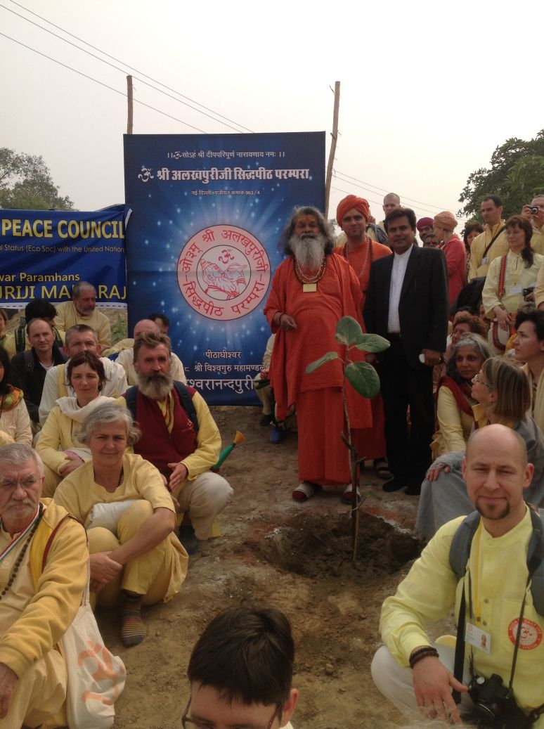 the crowd with swamiji experience the peace of yet another successful tree planting