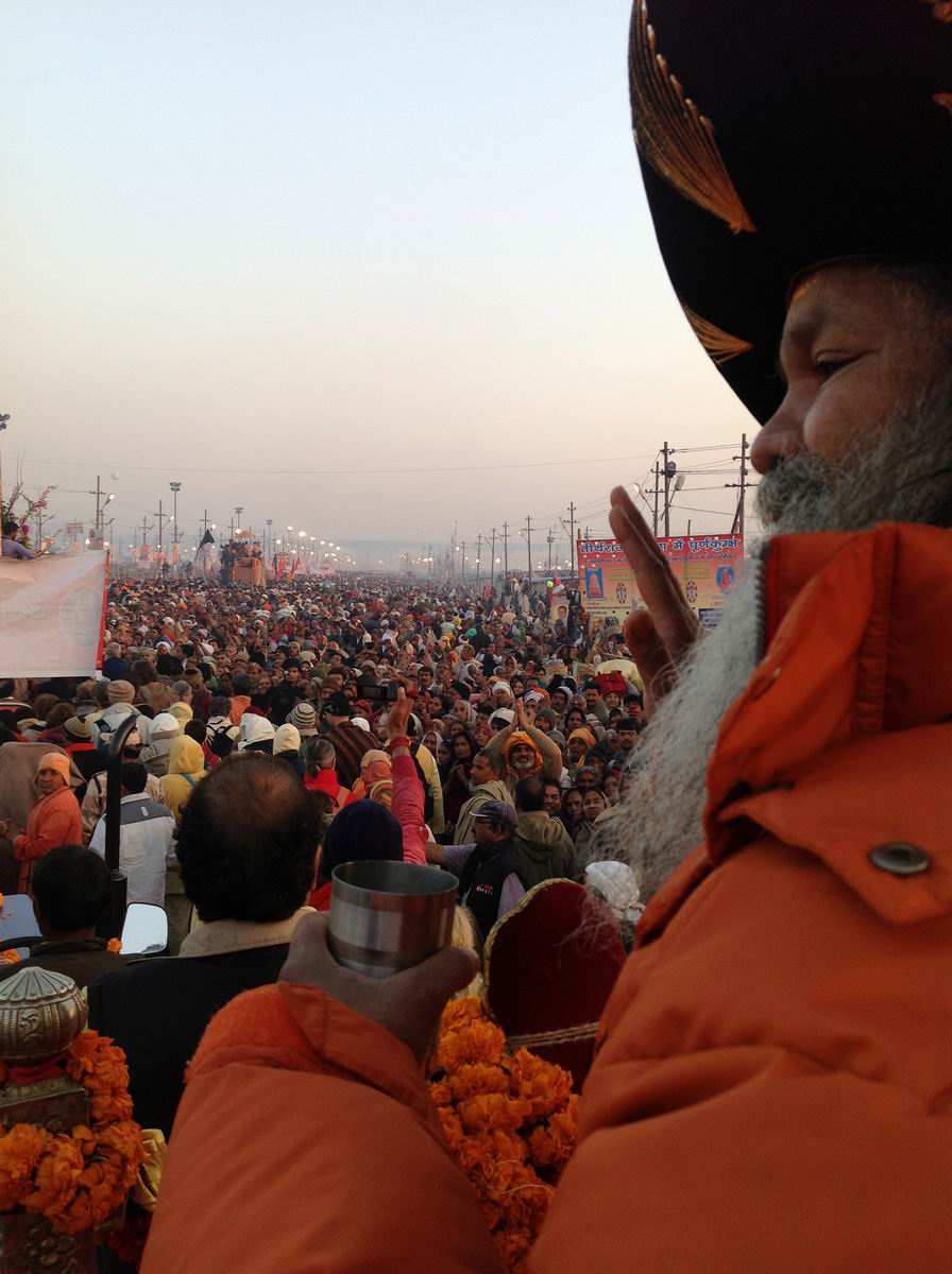 16 During Mauni Amavasya Shesh Snan. Millions watch as H.H Swamiji passes by,  blessing all