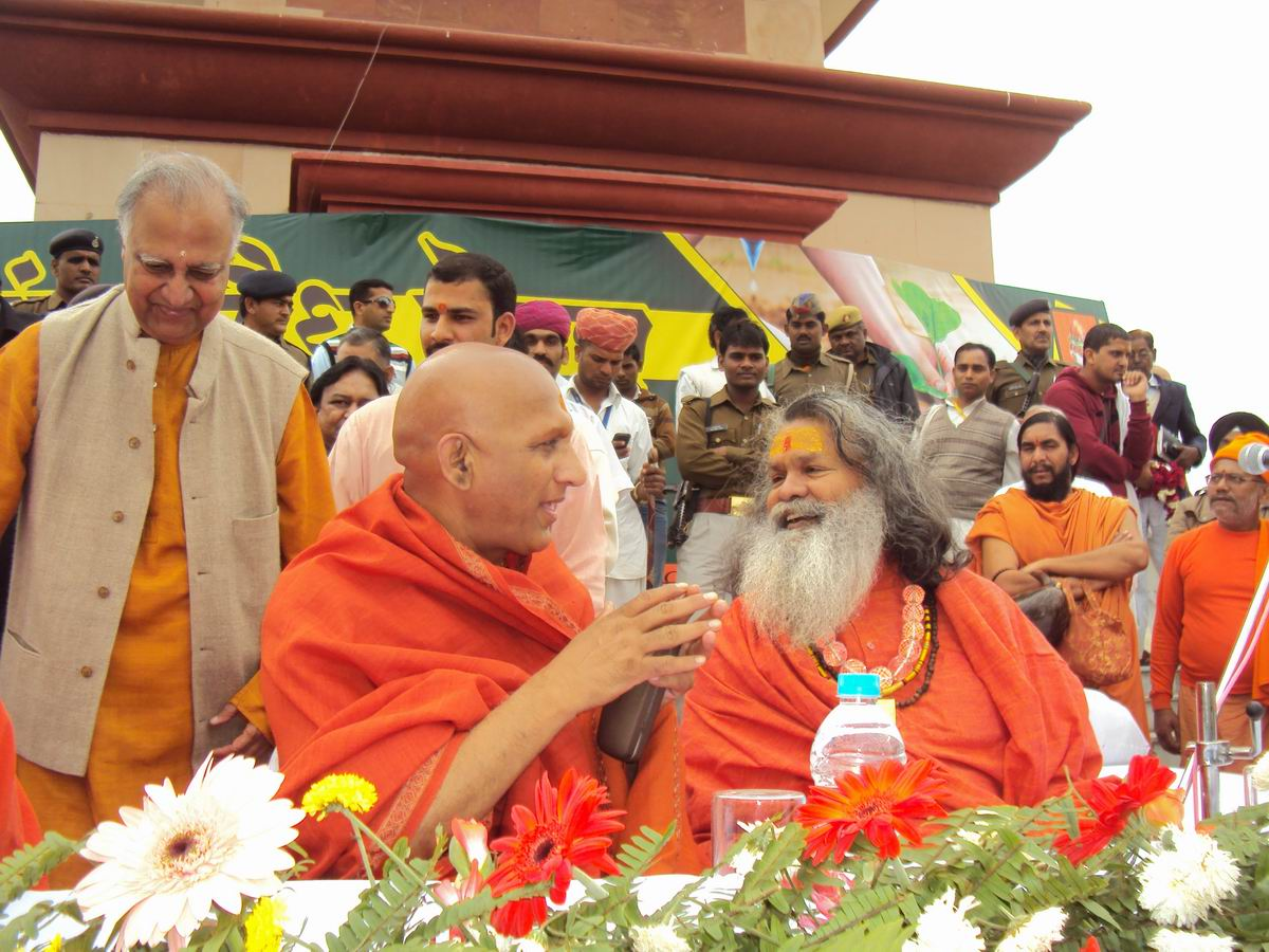 5 Acharaya Mm Adveshanand Giri Ji of Juna Akhara with Swamiji discussing the importance of planting seeds for peace.