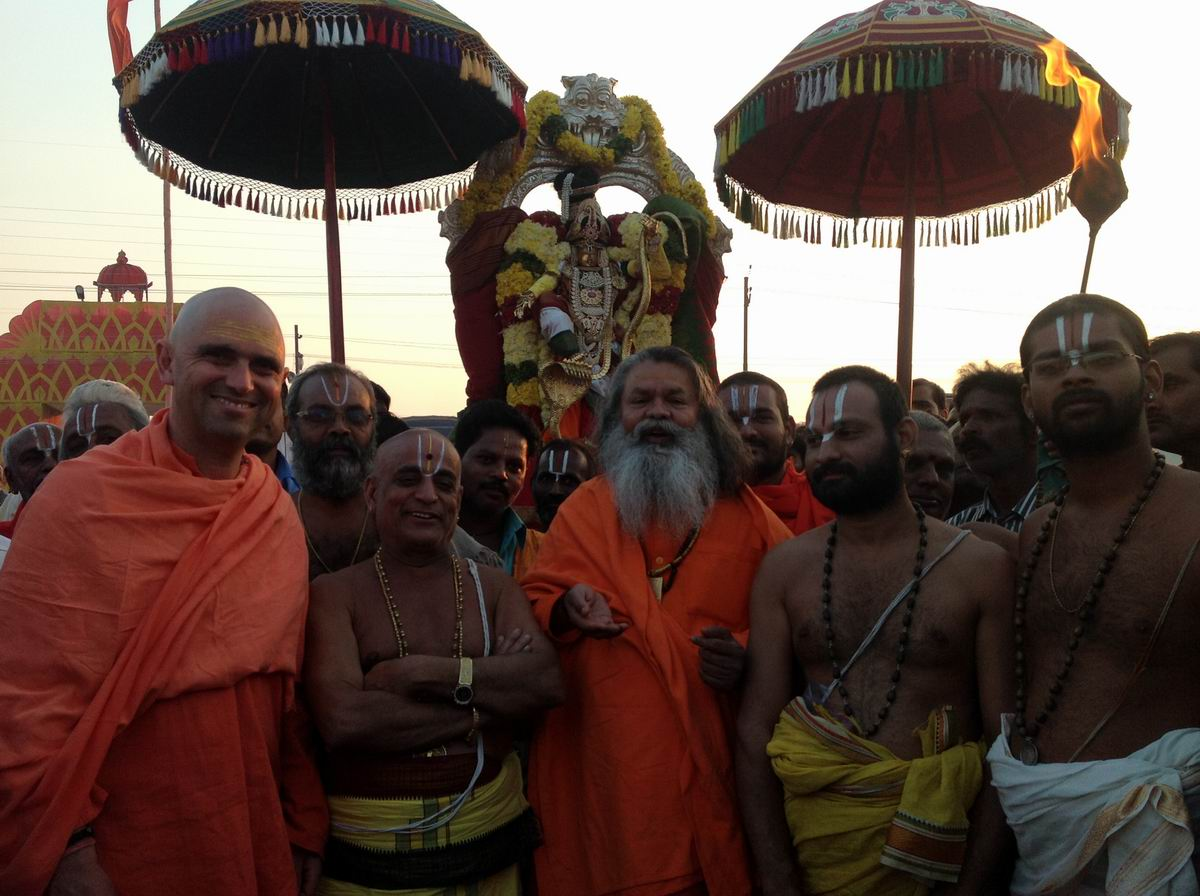 8 Priests from Venkteshwar Temple, India's largest and most wealthy visit H.H Swamiji in our camp