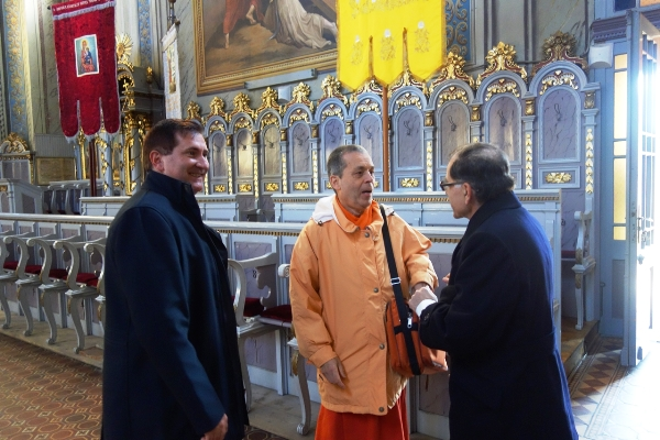 09 with mayor and Catholic priest in Orthodox church - Kopie