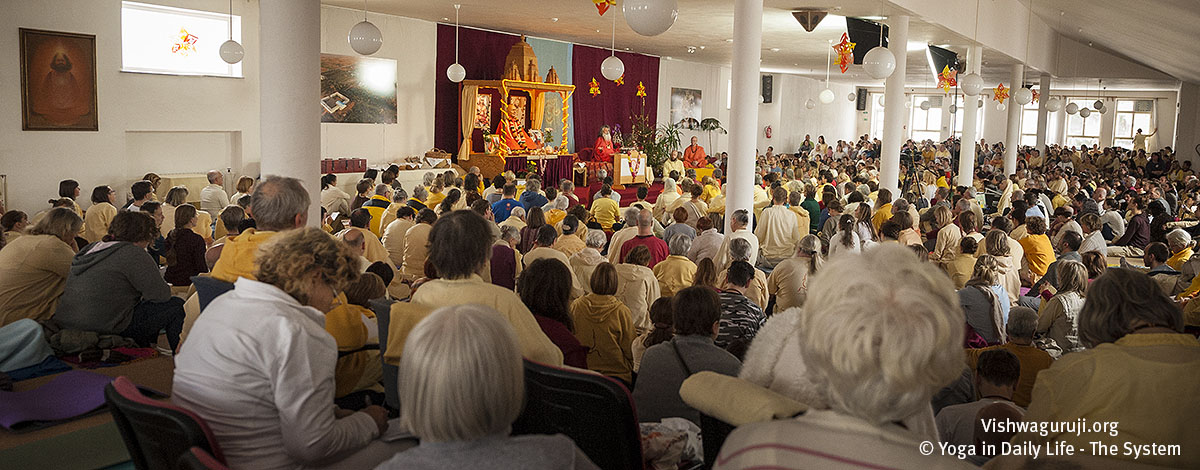 Mahasamadhi weekend and Christmas Advent in Strilky Ashram