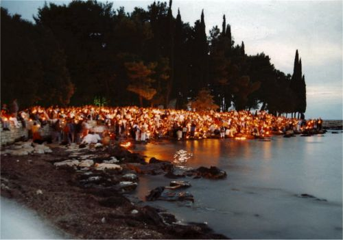 Hundreds of candles burning for peace