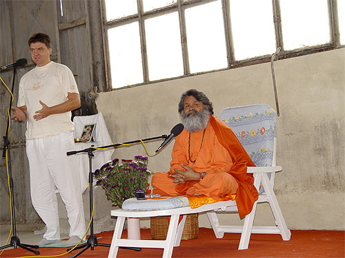 Swamiji\'s first program in existing Sangam Hall was the annual Fellowship meeting in august 2004