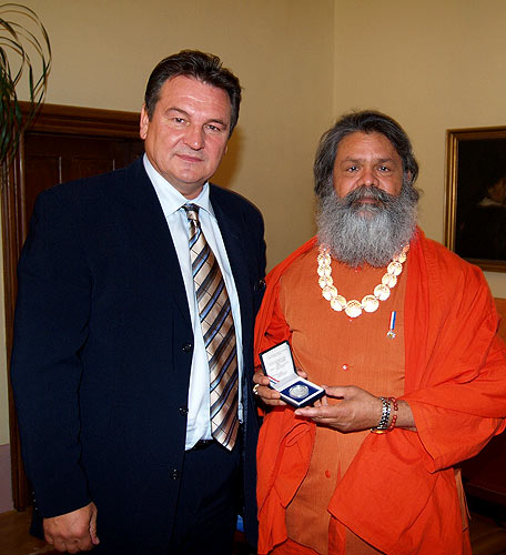 His Holiness Swamiji with the Governor of Varazdin County, Mr. Radimir Cacic
