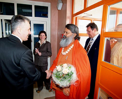 His Holiness Swamiji with the director of Varazdin TV station