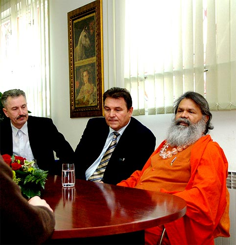 His Holiness Swamiji with the director of Varazdin TV station and the Governor of Varazdin County, Mr. Radimir Cacic