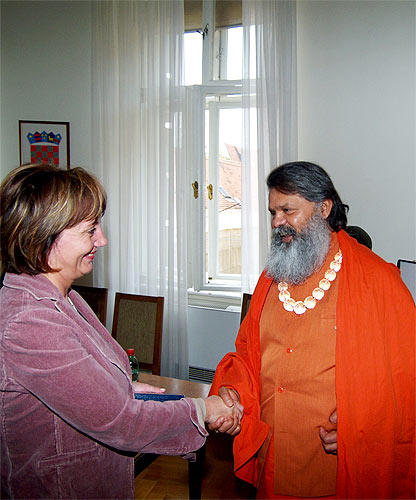 Reception in Croatian Parliament, His Holiness Swamiji with Parliament\'s Vice President, Mrs. Djurdja Adlesic