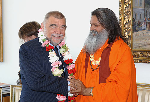 His Holiness Swamiji meets Croatian President Stjepan Mesic