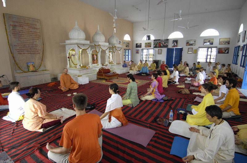 Paramyogeshwar Sri Devapuriji Ashram