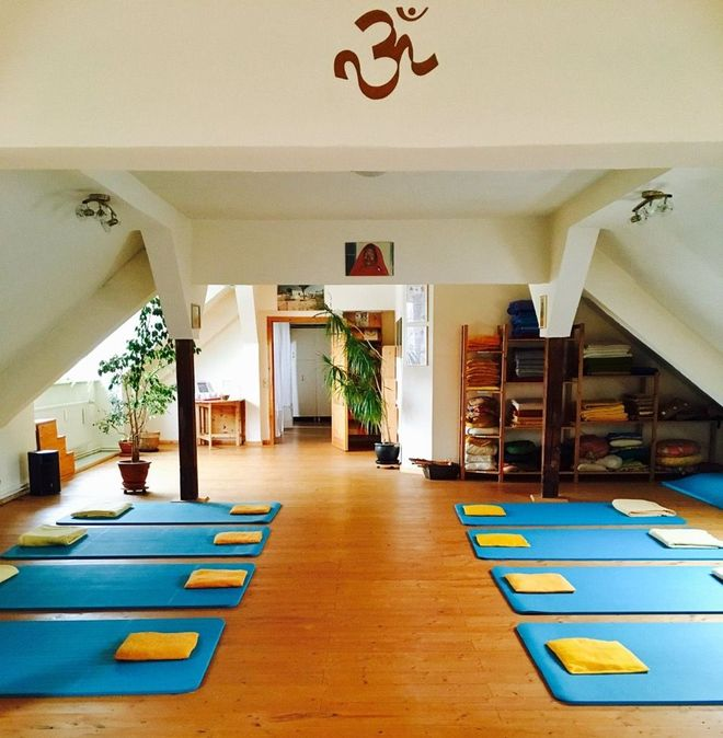Living Room Yoga Studio Coogee: Germany